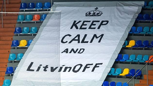 Jeden z transparentů v hradecké aréně během play off s Litvínovem.