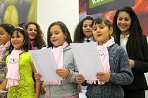 Koledy zazněly i v litvínovském Tescu. Zazpívaly je tam děti z janovské základní školy.