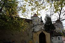 """Vydání poštovních známek """"Krušnohoří – UNESCO"""" a """"Státní zámek Jezeří"""" doprovodí třetí rok od zápisu Krušnohoří na Seznam světového dědictví."""