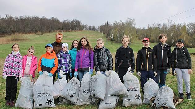 Mezibořská základní škola se zapojila do akce Ukliďme Česko už ve čtvrtek 6. dubna