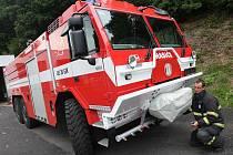 Litvínovští hasiči se seznamují se svou novou tatrovkou