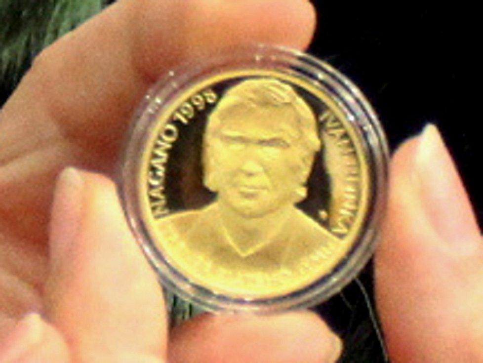 Ivan Hlinka se jako první objevil na pamětní minci nové série.