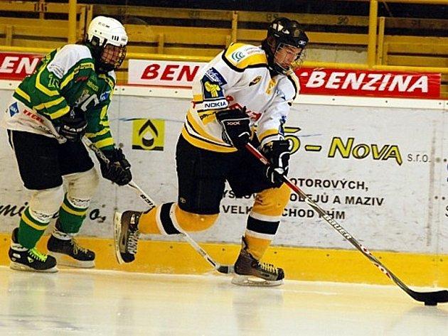 Souboj u mantinelu při turnaji v Litvínově.