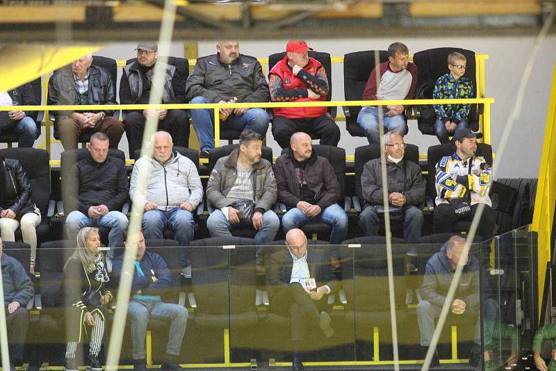 Diváci na hokeji Litvínov - Pardubice.