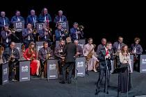 Vánoční koncert Big Bandu Zdenka Tölga s hostem Vladimírem Hronem v Mostě.