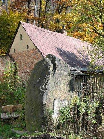 Torzo pomníku padlým vLitvínově – Šumné.