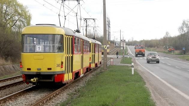 Těžké zranění utrpěl na komunikaci z Mostu do Litvínova u Kopist cyklista při střetu s osobním automobilem, jehož řidič z místa tragického střetu ujel, aniž by zraněnému muži pomohl. Cyklista skončil v nemocnici.