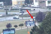 Záběr z kamerového systému městské policie na místo události.