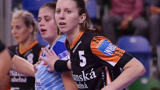 Kateřina Dvořáková vyniká v zápase především v obraně. Tam umí tvrdit muziku.