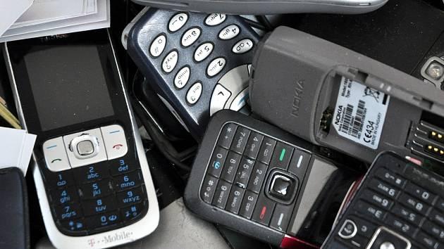 Krádeže mobilů a jejich nabízení na ulici není na Mostecku nic výjimečného.