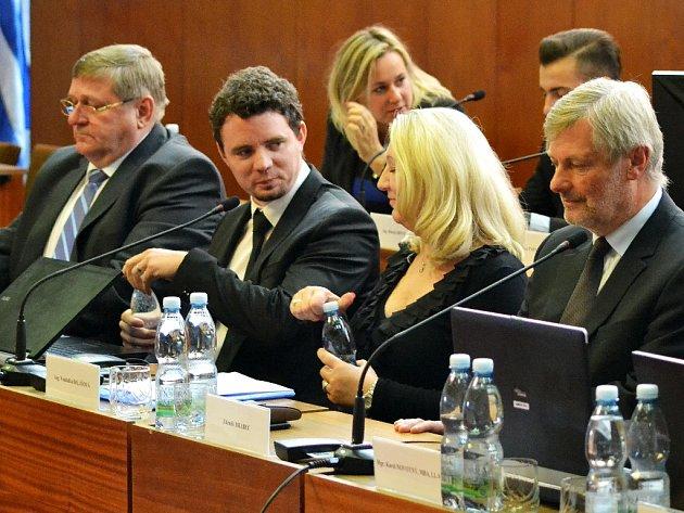 Městská rada v Mostě má od středy šest nových členů.