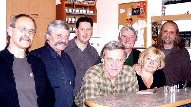 Stará sešlost v nahrávacím studiu s Mírou Kuželkou (vpravo).