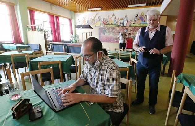 Předvolební debata Deníku vmostecké restauraci Severka