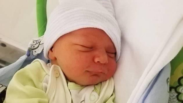 Jakub Hrzán se narodil mamince Jaroslavě Mrkvičkové z Mostu 22. prosince v 19.20 hodin. Měřil 55 cm a vážil 4,44 kilogramu.