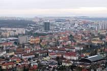 Panelákov? Pohled na Most z hradu Hněvín. Libor Budinský v souvislosti s ním nezapomněl zmínit, že jde jen o repliku.