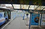 U Kahanu v Mostě se má letos rekonstruovat druhá zastávka MHD a křižovatka.