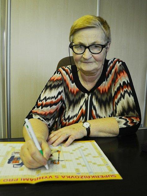 Olga Poborská zMostu moc ráda luští křížovky. Vdubnu se objeví na ČT1 vsoutěži Kde domov můj?