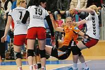 Do semifinále Challenge Cupu postoupil Most (v oranžovém Hana Martinková) přes polský Košalín.