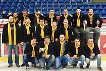 Amatérský tým HC Cheza Litvínov, který o víkendu uspořádá na dvou zimních stadionech turnaj hokejových fanoušků. Pro Litvínov je to premiéra. Pořadatelé měli poslední týdny práce nad hlavu. Přijde za jejich snahu medaile?