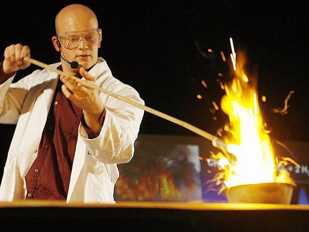Britský profesor chemie Michael Londesborough na archivním snímku
