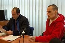 """""""Já jsem to neudělal. To byl ten druhej, co už je mrtvej,"""" řekl Deníku ještě před zahájením hlavního líčení obžalovaný Jan Víšek. To samé zopakoval v soudní síni."""