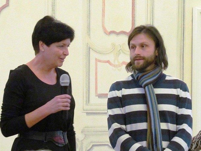 Eva Hladká, autorka výstavy, a Petr Globočník, jenž dostal nápad ukázat výstavu také v Litvínově.