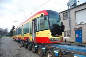 Do Mostu přibyla čtvrtá dvoučlánková tramvaj EVO 2.