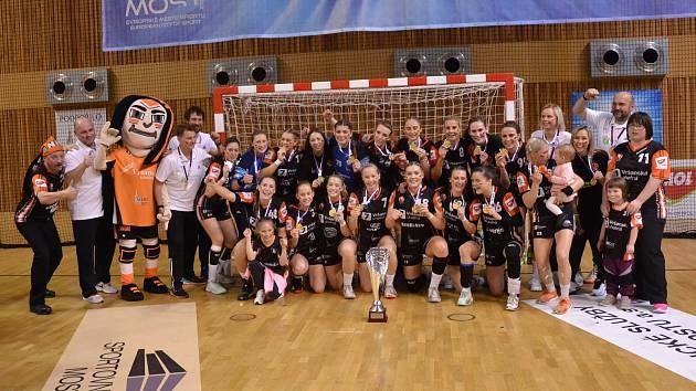 Mostecké házenkářky získaly posedmé v řadě český titul.