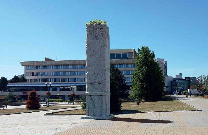 Vizualizace návrhu památníku v Mostě, který nevyhrál