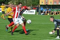 Fotbalisté FK Baník Souš (v červeném).