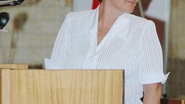 Blanka Cicková ze Svazu pacientů ČR hovoří během diskuze občanů o mostecké nemocnici.