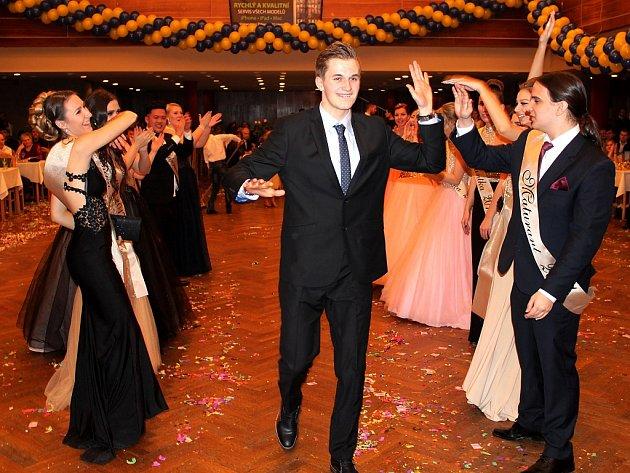Studenti Soukromé střední školy pro marketing a ekonomiku podnikání v Mostě a jejich maturitní ples.