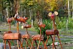 František Jirásek vyrábí lesní zvířata
