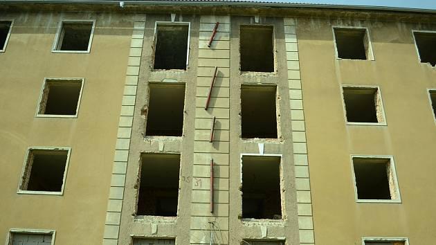 Město Most nechá zbourat blok 31, ze dvou sousedních opuštěných činžovních domů budou byty.