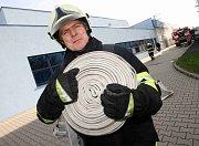Tři hasičské jednotky zasahovaly u požáru skaldu barev