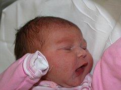 Mamince Jindřišce Andreevové z Mostu se 15. srpna ve 2.15 hodin narodila dcera Nikol Bartoňová. Měřila 49 centimetrů a vážila 3,38 kilogramu.