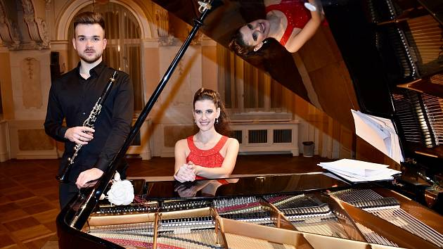 V zámku Valdštejnů v Litvínově vystoupí klarinetista Marek Švejkar a klavíristka Lenka Korbelová.