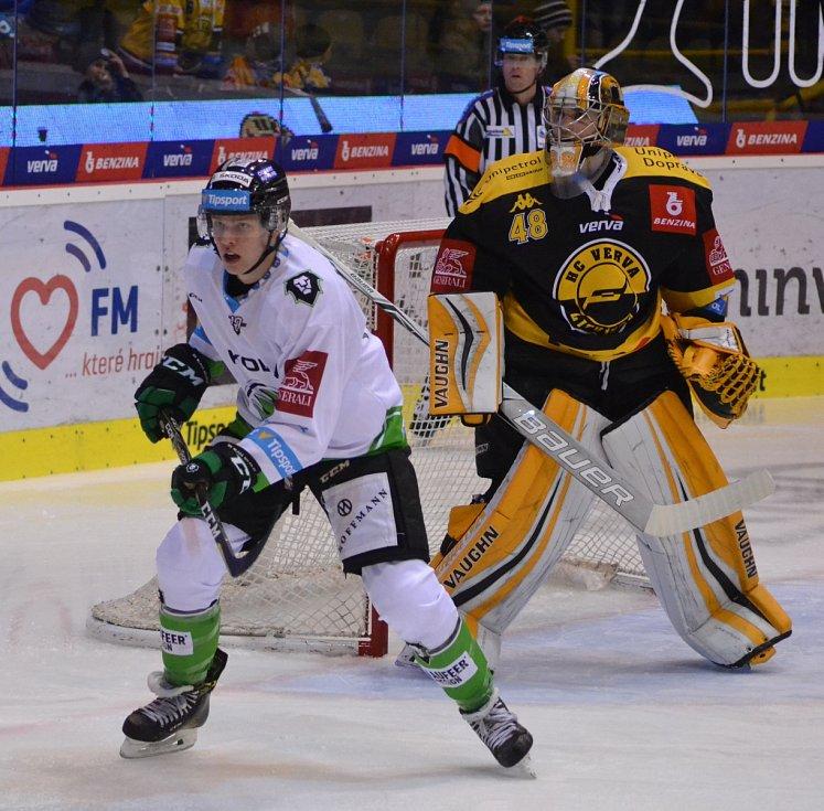 Litvínov (v černém) versus Mladá Boleslav.