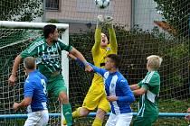 Mostecký fotbalový klub (v modrém) proti pražskému Meteoru. Mostečané vyhráli 2:1.