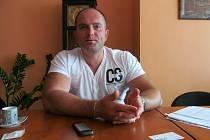 Karel Novotný už kancelář náměstka mosteckého primátora neobývá.