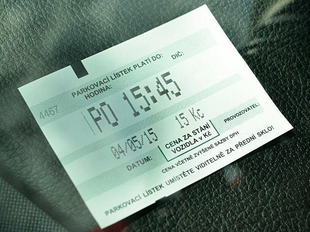 Účtenka po zaplacení parkovného v ulici J. Skupy v Mostě.