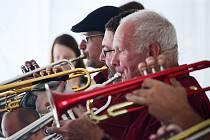 Posledním vystoupením Big Bandu Zdenka Tölga skončily v Radničním parku v Mostě letošní prázdninové promenádní koncerty