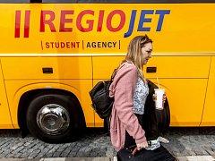 Známé žluté autobusy.