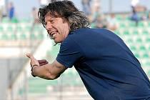 Trenér Robert Žák ještě na lavičce druholigového Mostu v zápase s Duklou Praha.