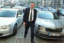 Ministr Jan Mládek (ČSSD) jde na radnici v Mostě na tiskovou konferenci.