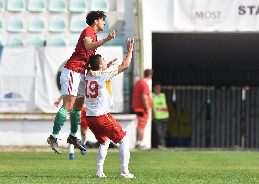 Souboj reprezentací U18 Makedonie a Maďarska na Fotbalovém stadionu Josefa Masopusta v Mostě.