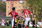 Fotbalisté Souše (v červeném) hrají v sobotu na domácím hřišti.