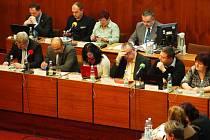 Lednové zasedání mosteckého zastupitelstva, tribuna radních.