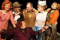 Herečky v představení Nejstarší řemeslo v mosteckém divadle.