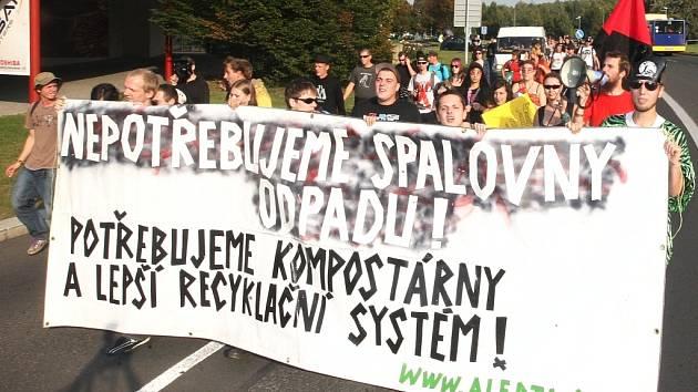 V roce 2011 v Mostě uspořádala místní anarchistická asociace Alerta demonstraci proti záměru postavit u Mostu spalovnu odpadu. Mládež požadovala recyklaci, ne spalování odpadu.